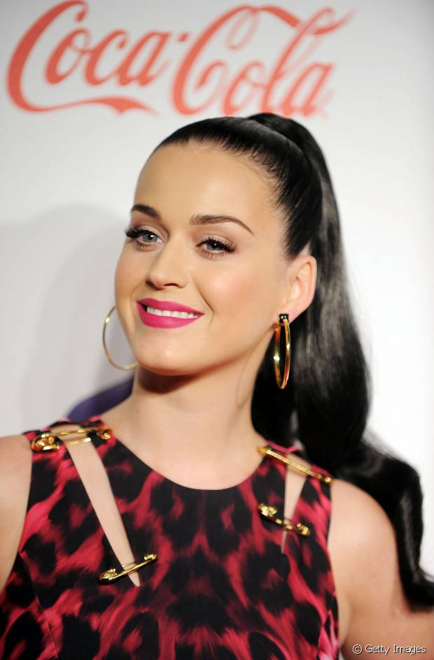 Katy Perry fica bem com todos os tipos de cabelo e penteado, né?