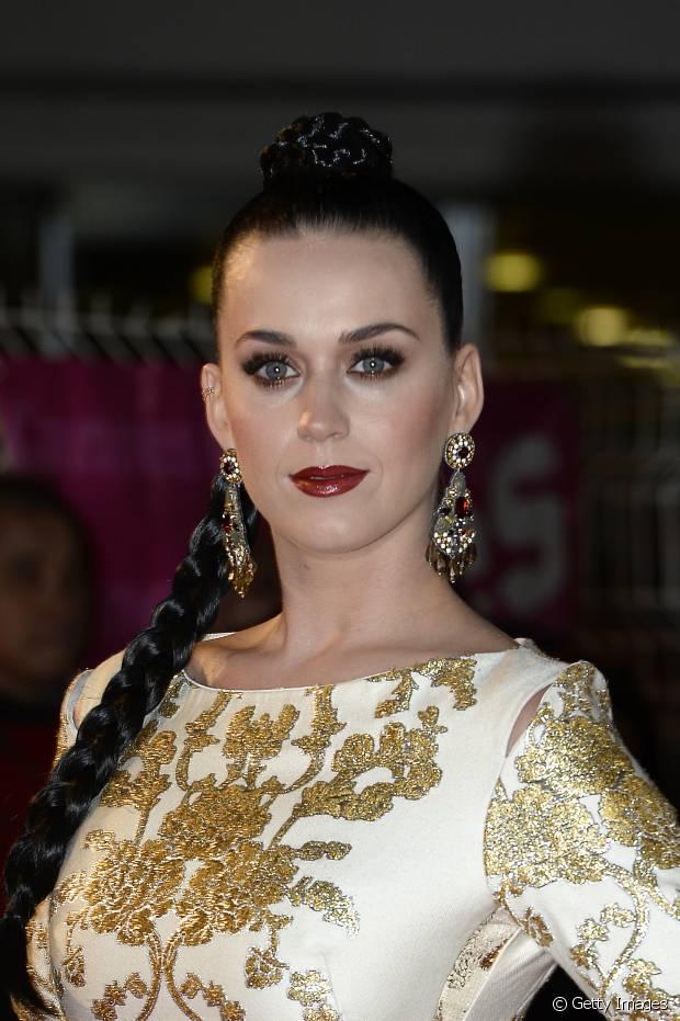 Katy Perry já usou uma trança lateral para prestigiar um evento