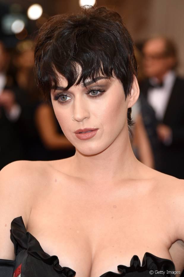 Katy Perry também já apareceu com os cabelos curtos com o corte pixie, em 2015