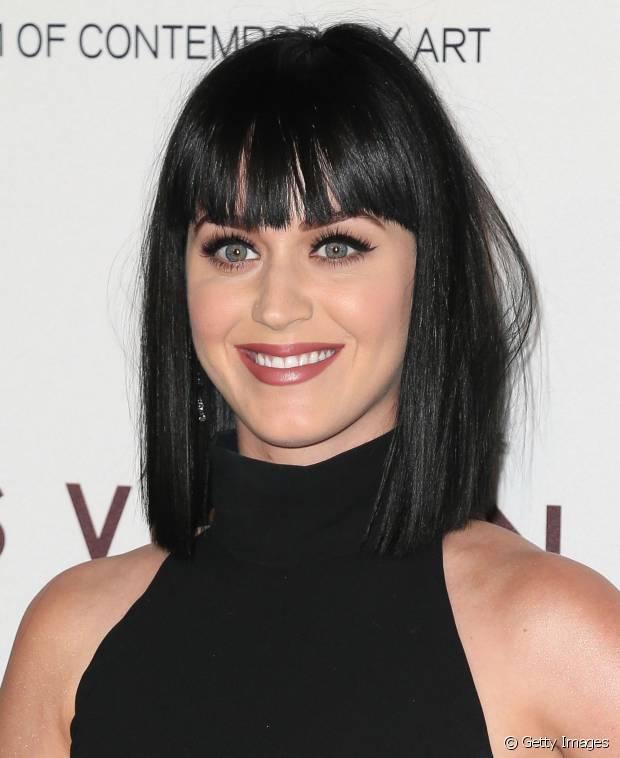 Katy Perry também já aderiu fios com o corte bob e franjinha reta