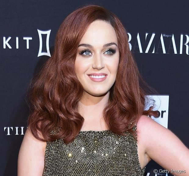 Katy Perry já teve muitas nuances no cabelo e agora apareceu com os fios ruivos, em 2015