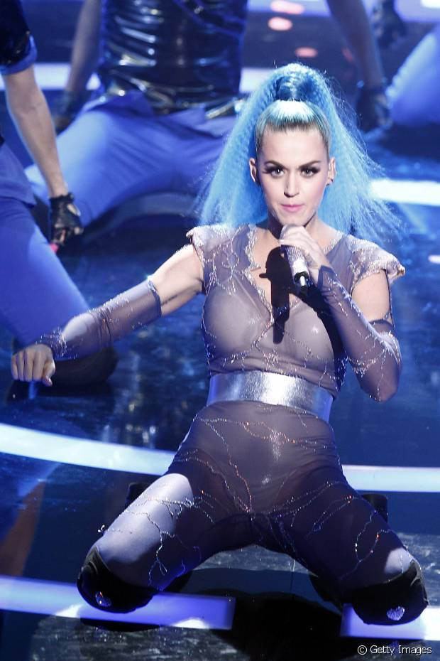 Durante o show no Echo Awards 2012, Katy Perry usou um rabo de cavalo com fios frisados na parte do rabo