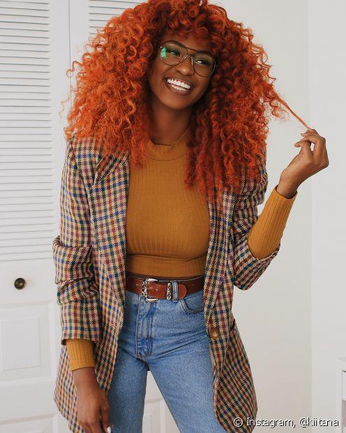 O cachos coloridos de laranja são perfeitos para quem tem pele com fundo quente (Foto: Instagram @kiitana)