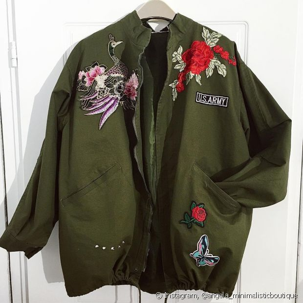 Jaquetas de qualquer tecido podem ser customizadas. Seus looks do dia a dia ficarão bem mais estilosos com os patches