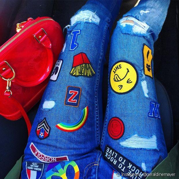 Que tal customizar aquela peça esquecida no seu guarda-roupa de forma divertida e fashion? Isso é possível com os patches!