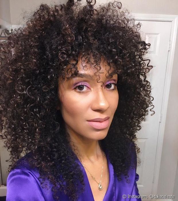 Você pode investir no tonalizante caso queira pintar os cabelos durante a transição