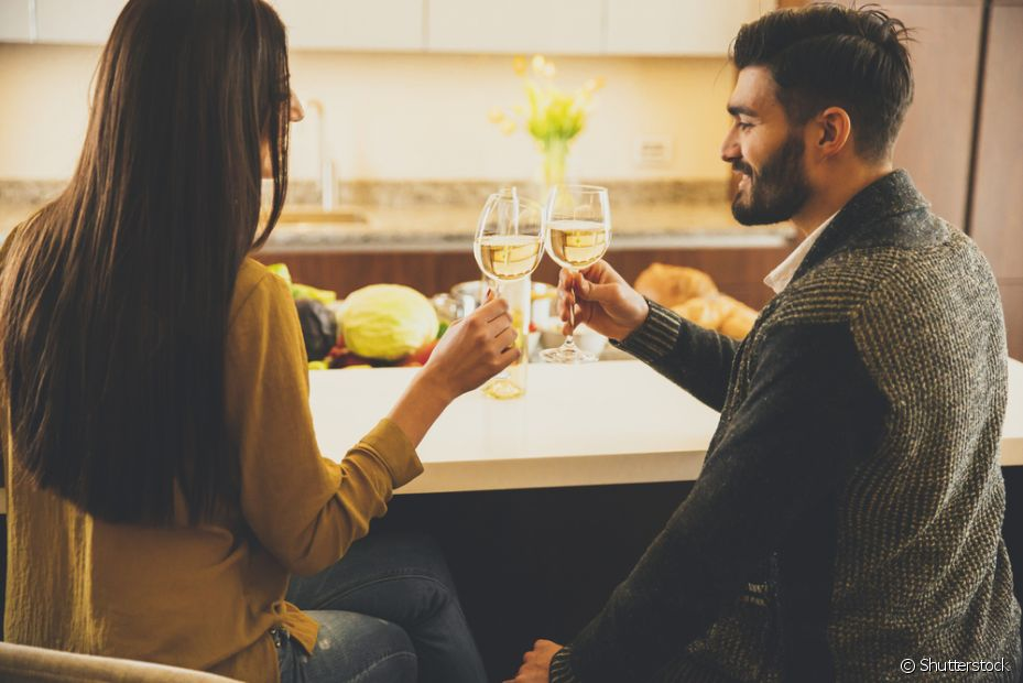 Nada melhor do que tomar um vinho com o seu amor no friozinho de Campos do Jordão