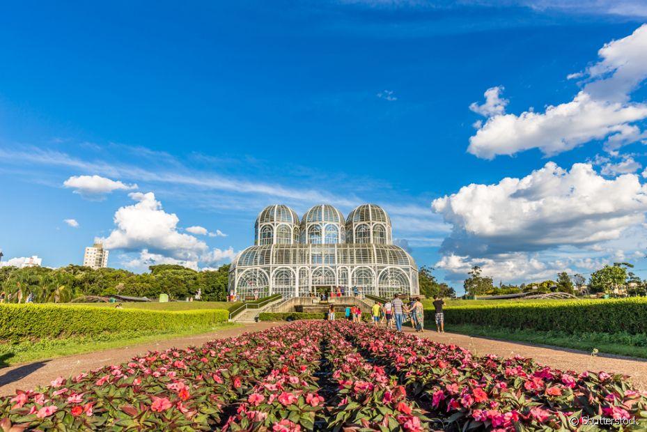 O Palácio de Cristal é um dos pontos turísticos mais conhecidos de Curitiba