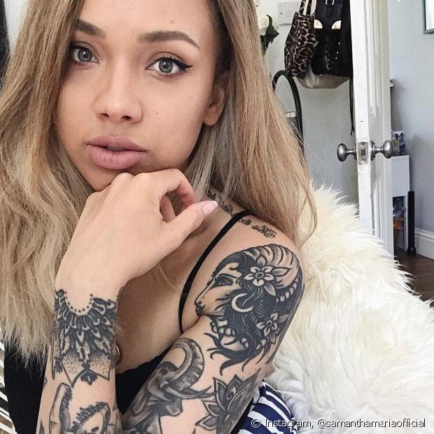 Procure o Instagram do tatuador antes de escolher, para ver se gosta do traço do profissional