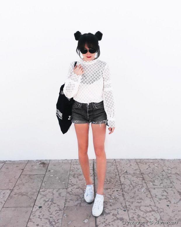 Deixe seu visual mais estiloso combinando o coque duplo com roupas mais básicas