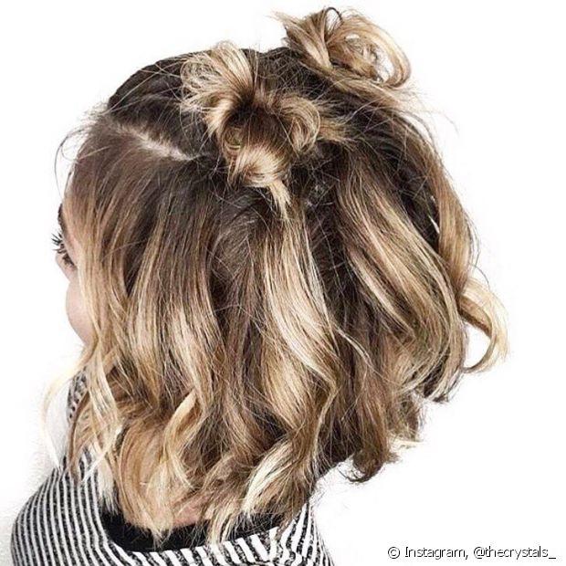 Os cabelos mais curtos ficam com coques menores, mas eles também arrasam