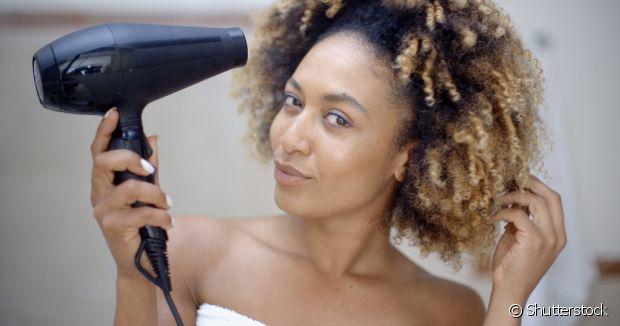 A potência do secador de cabelo é muito importante. Se os seus fios são mais grossos e volumosos, escolha um aparelho mais potente
