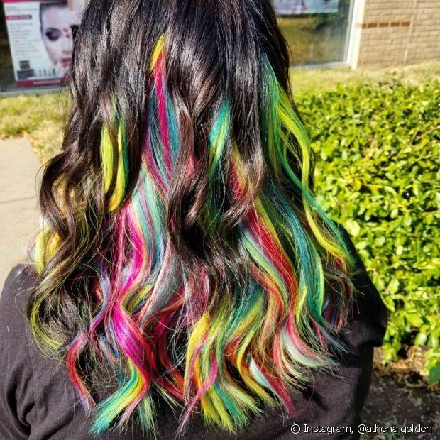 Não é recomendado colorir os cabelos sem a ajuda de um profissional de confiança