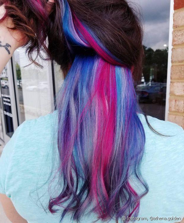 Os cabelos precisam estar saudáveis antes de fazer a técnica arco-íris