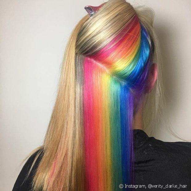 O cabelo arco-íris escondido está com tudo!