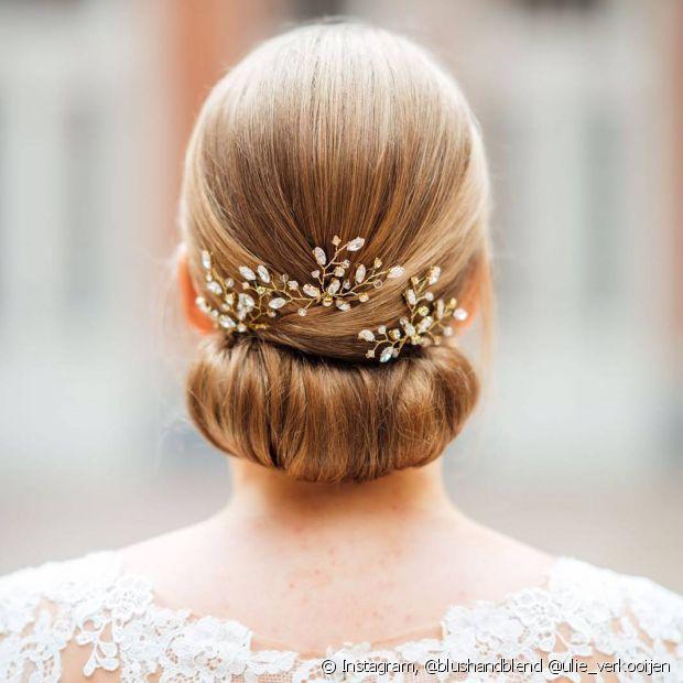 Os coques enrolados também são lindos para qualquer noiva