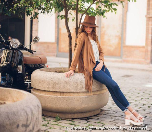 Os chapéus de aba mais curta são clássicos e combinam com qualquer look