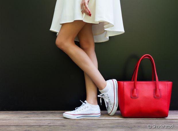 O bicarbonato também consegue eliminar o cheiro de chulé dos seus calçados