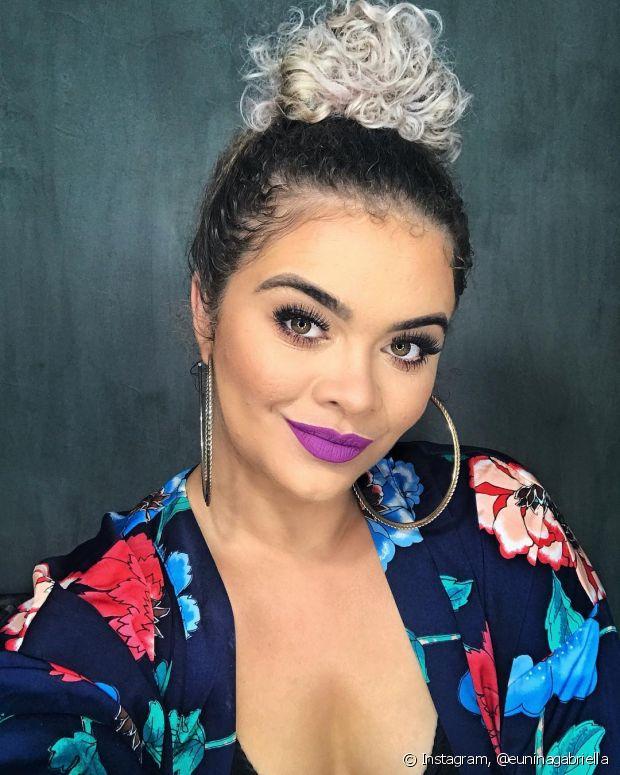 Nina Gabriella arrasa com seus looks, penteados e também na maquiagem