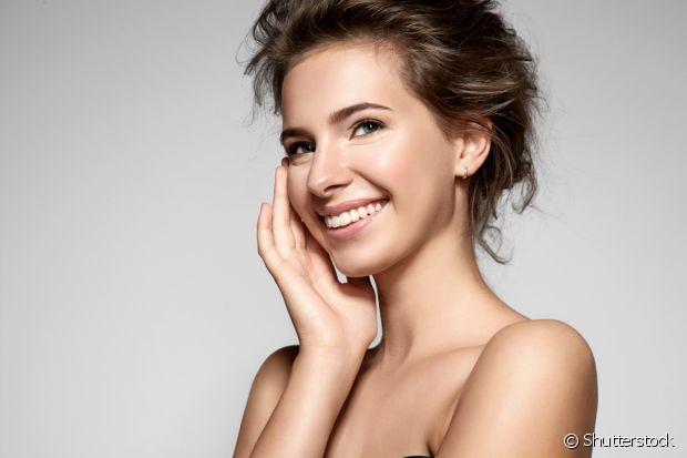 A hidratação com babosa também ótima para combater a acne e remover manchas