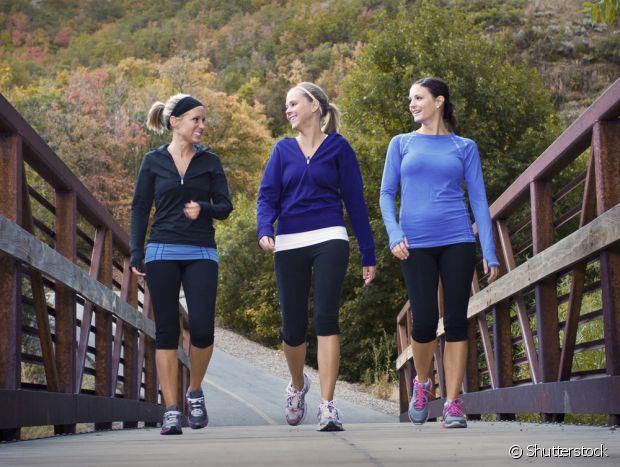 Chame as amigas para fazerem exercícios junto com você no frio