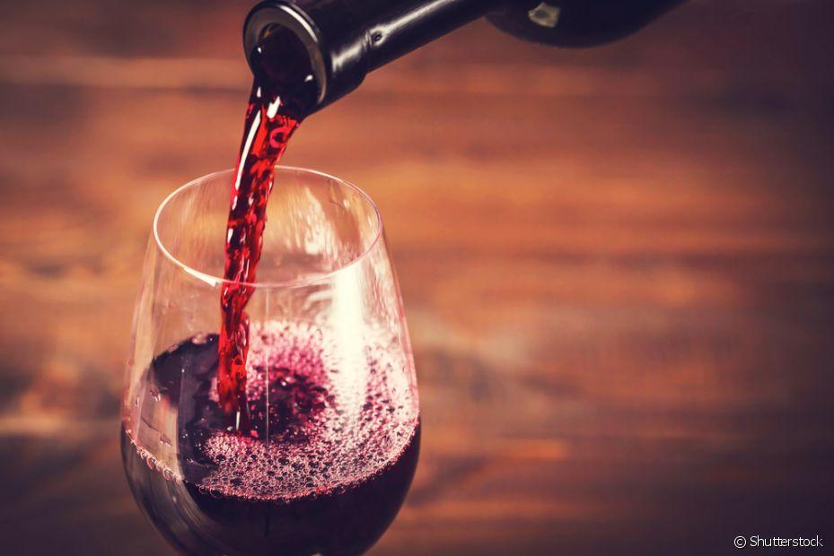 Prefira vinhos mais doces para servir junto com o fondue de chocolate