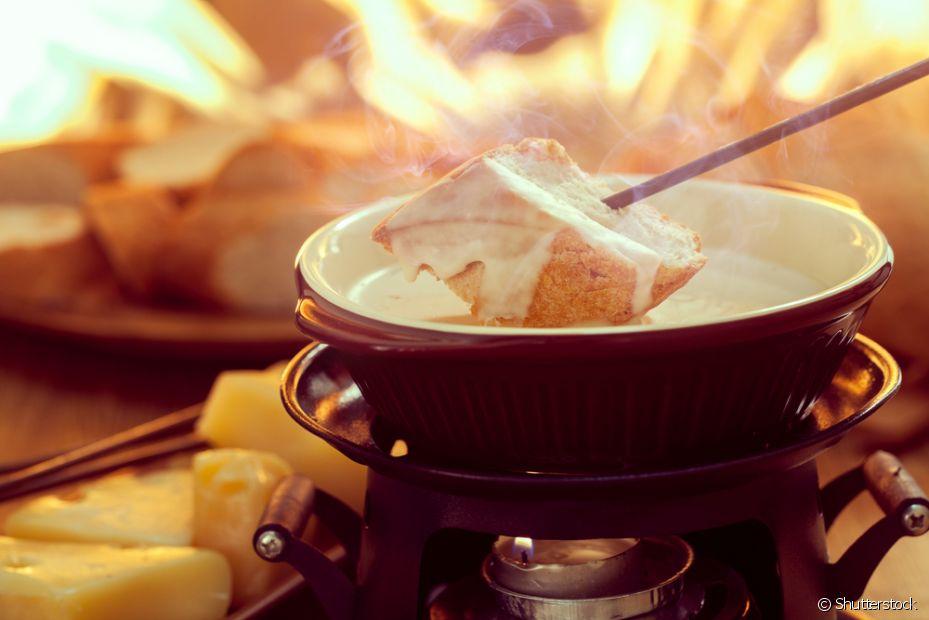 Comer um fondue quentinho numa noite fria é uma das melhores coisas!