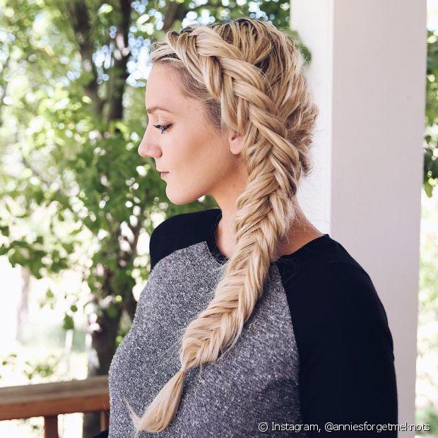 A trança embutida é um dos penteados preferidos entre as meninas, por ser muito versátil