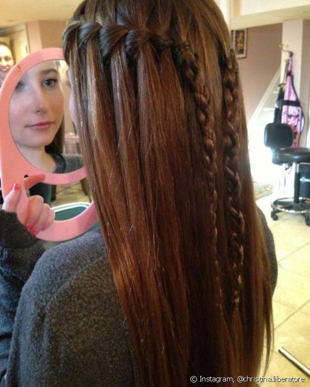 Você pode fazer a trança cascata com o cabelo totalmente liso
