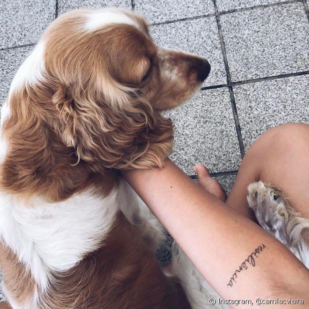 Tatuagem pequena e delicada, mas cheia de significado, da nossa diva Camila Vieira