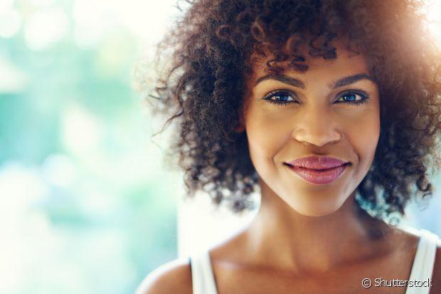 O óleo de coco é cheio de benefícios para o corpo, para o cabelo e também para a pele