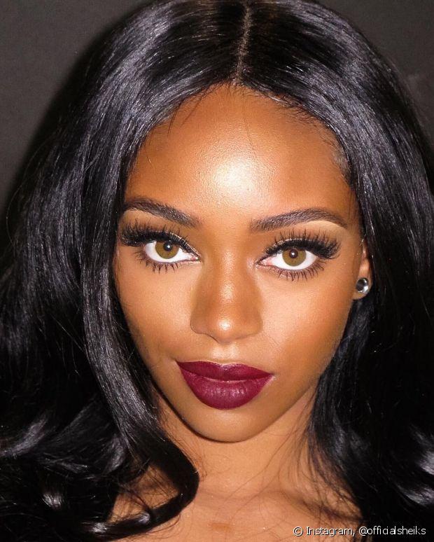Quem tem pele negra deve evitar produtos com efeito matte, para não perder o brilho natural e deixá-la acinzentada