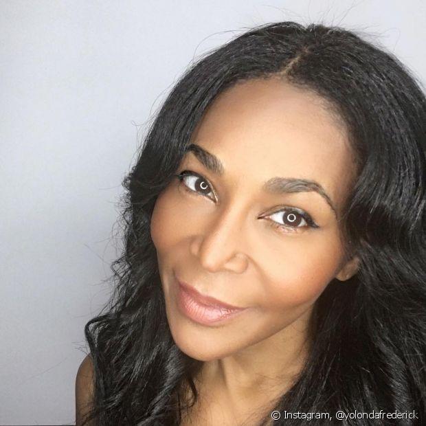 Antes de começar a make, cuide bem da sua pele negra para garantir uma maquiagem perfeita