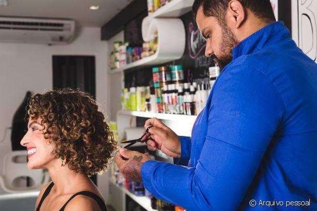 Segundo o profissional, todo cabelo cacheia, até mesmo quem tem cacho tipo 4C