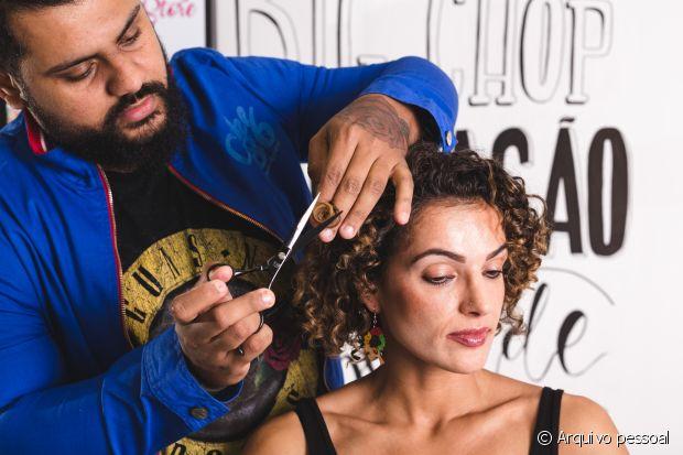 O cabeleireiro Bruno Dantte é especializado em cabelos naturais e tem uma salão próprio no Rio de Janeiro