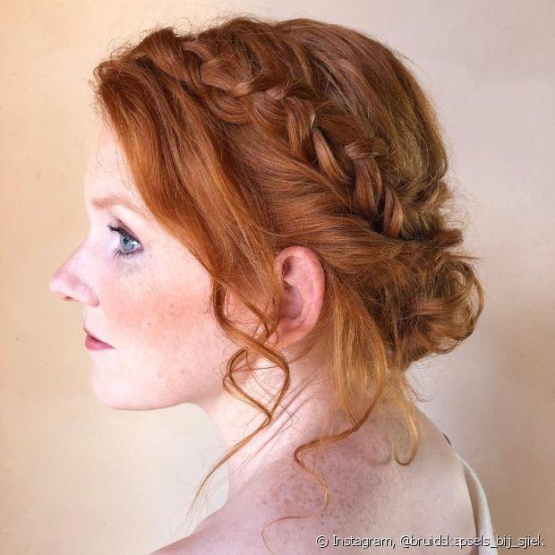 Apostar nos penteados com trança é uma boa opção para noivas ruivas que desejam um estilo romântico para o casamento