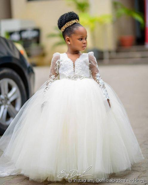O coque rosquinha é um modelo muito sofisticado para as daminhas de casamento
