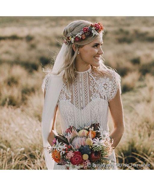 Os penteados semipresos deixam o visual da noiva muito romântico