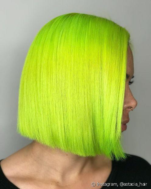 O cabelo verde neon traz muita personalidade para o visual! Conheça algumas dicas de como arrasar com a tonalidade