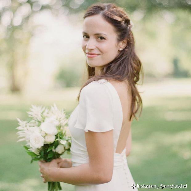 Para o casamento no civil, você pode investir em penteados simples e bonitos, que não demandam esforço