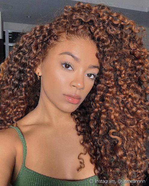 Confira na matéria os melhores produtos para cabelos cacheados (Foto: Instagram @jasmeannnn)