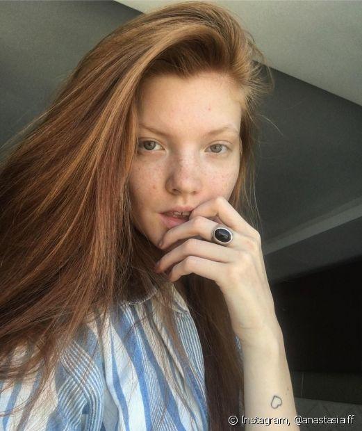 Não sabe como usar o óleo de rícino no cabelo liso? Confira! (Foto Instagram: @anastasiaiff)