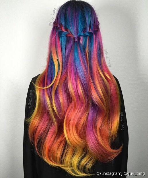 Falou em seguir em tendência, é só chamar as aquarianas que amariam ter o cabelo arco íris para chamar de seu (Foto: Instagram, @guy_tang)