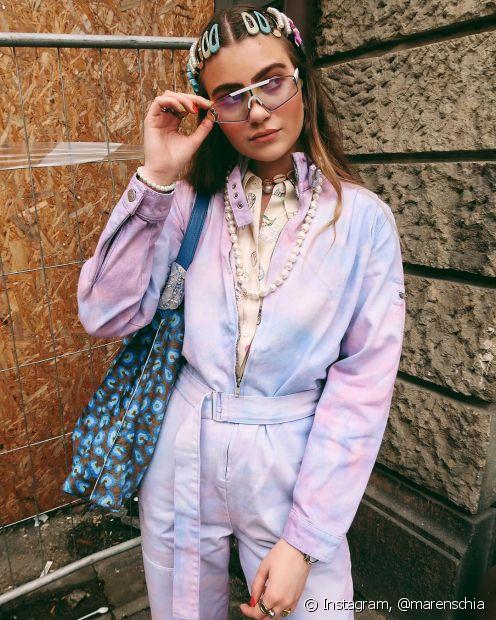 O macacão é aquela peça perfeita qe nunca sai de moda e super combina com a estampa tie-dye (Foto: Instagram, @marenschia)