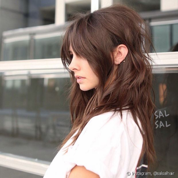 Apenas donas de cabelos pretos e ruivos naturais precisam de descoloração para conseguir o cabelo chocolate (Foto: Instagram @salsalhair)