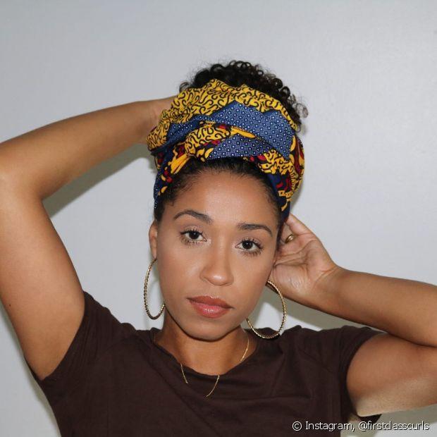 Os turbantes são ideiais para as divas de cabelo crespo e cacheado, além de ter muito significado por trás (Foto: Instagram, @firstclasscurls)