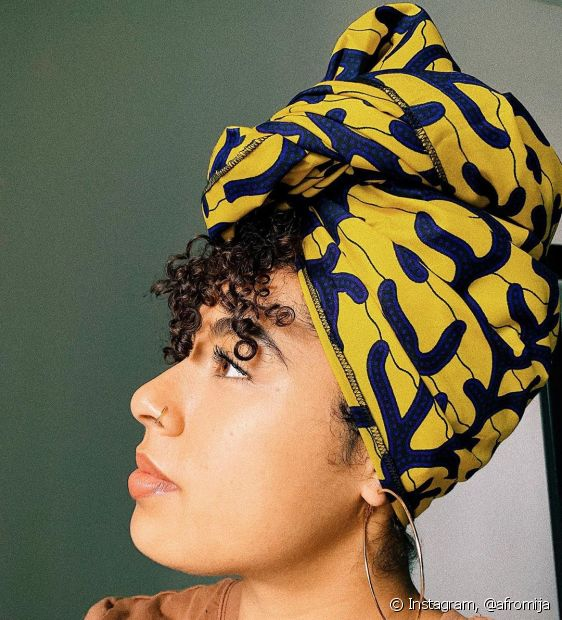 O turbante pode ser uma boa alternativa para fugir do bad hair day (Foto: Instagram, @afromija)