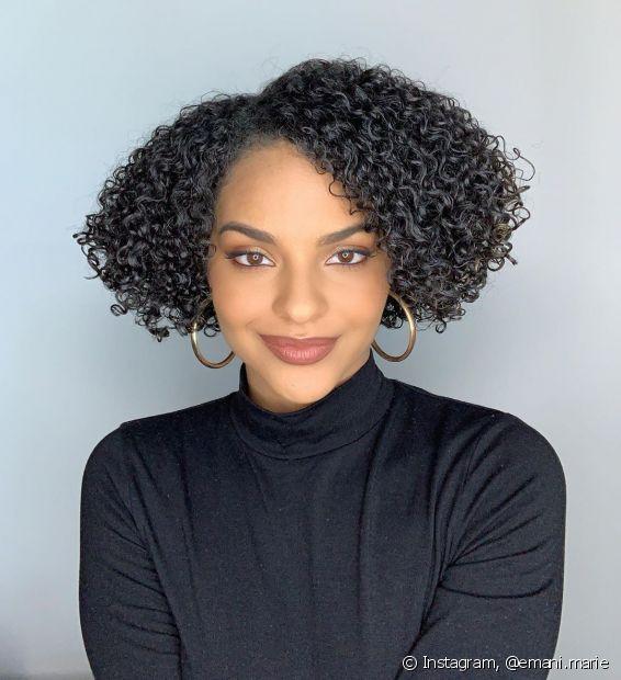 O corte de cabelo curto combina com todos os tipos de fios: crespos, cacheados, lisos e ondulados (FOto: Instagram, @emani.marie)
