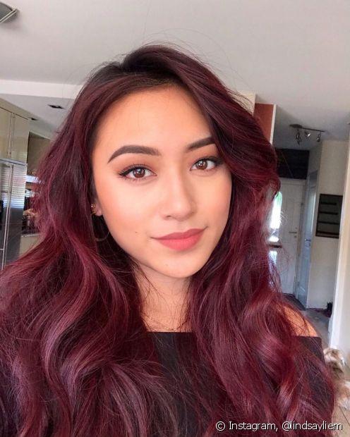 O bordô é um tom clássico de cabelo vermelho escuro (Foto: Instagram @lindsayliem)