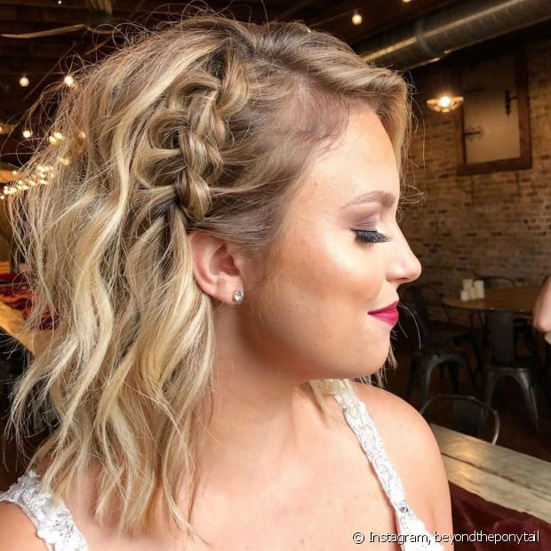 A trança lateral faz toda a diferença no visual e podem ser feitas em todos os tipos e comprimentos de cabelo